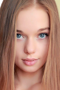 Innocent Blonde Beauty Sunna Via Amour Angels